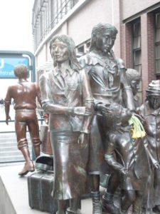 Privater Berlin Rundgang Jüdisches Berlin Skulptur Kindertransporte