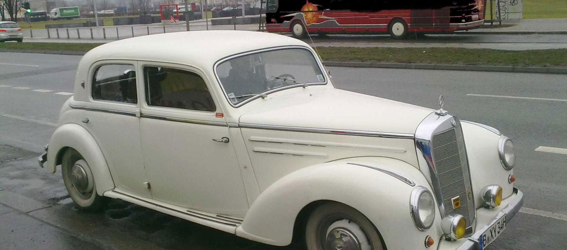 Private Oldtimer Stadtrundfahrt Berlin mit Mercedes-Benz 220