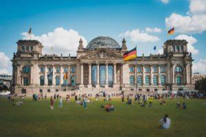 Um den Reichstag zu betreten, ist eine rechtzeitige Anmeldung erforderlich.
