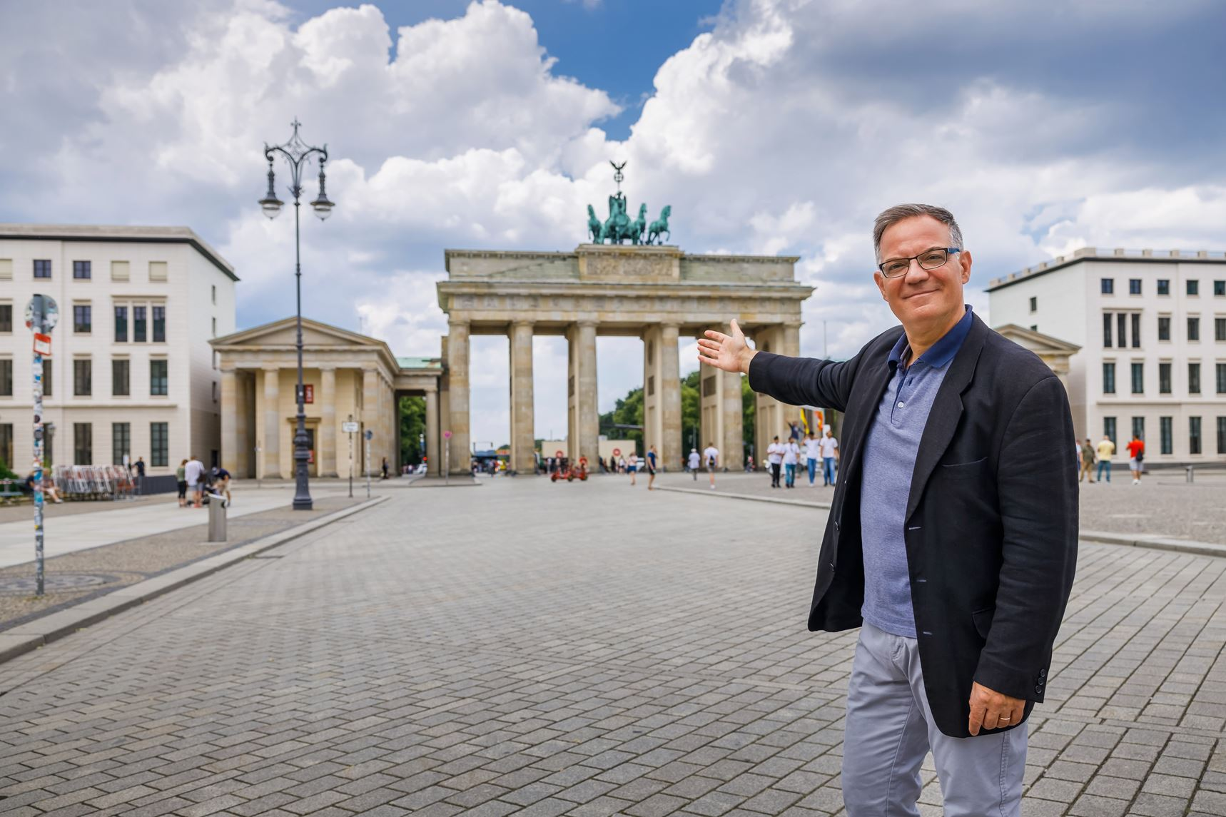 Stadtrundfahrt Berlin: Stadtführung Berlin vor dem Brandenburger Tor
